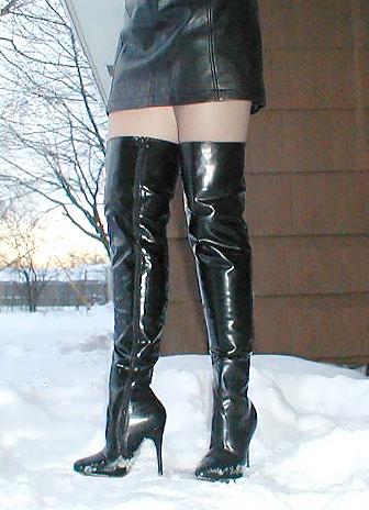 Boots_in_Snow.jpg.ad78da618fd2ed81774011