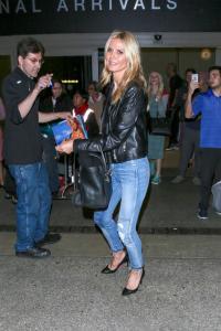 Heidi-Klum-in-AMO-Babe-Skinny-Jeans-in-Keepsake-2.jpg
