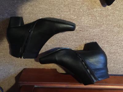 grosby boot.JPG