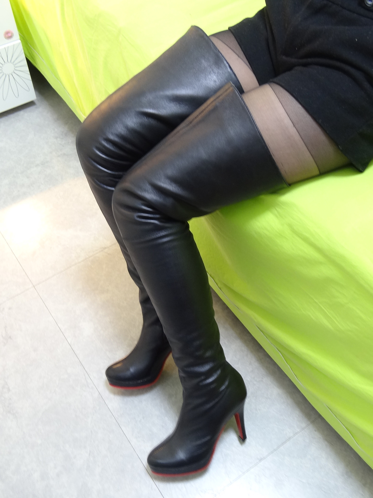Please Identify These Boots X - Hhplace Cafe  - General Chit Chat
